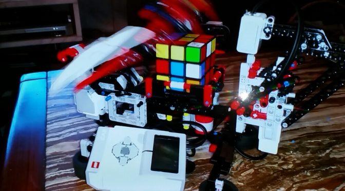 Genial: lego mindstorms löst rubics cube.